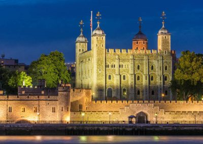 The white tower and castle walls Tower of London night view City of London, England GB UK EU Europe